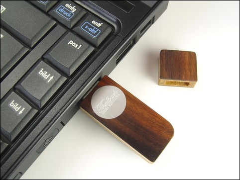USB stick 'Face' of Rosewood