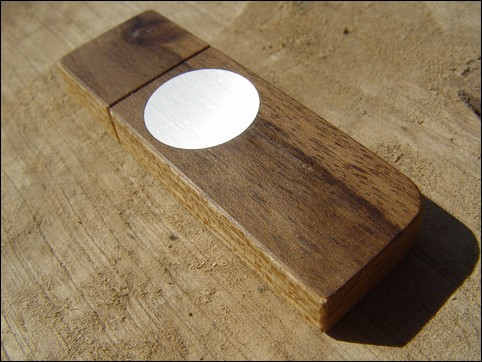 USB stick 'Face' of Walnut
