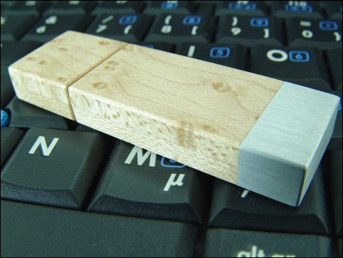 USB-Stick 'Square' of Bird's eye maple